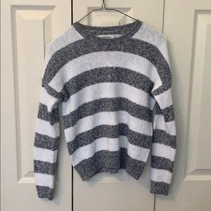 ADORABLE GIRLS ABERCROMBIE SWEATER